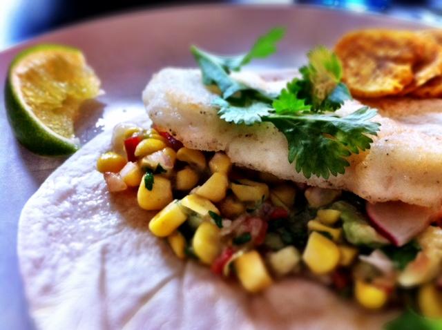 Fish taco med majssalsa
