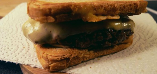 hamburgare på dubbla varma mackor