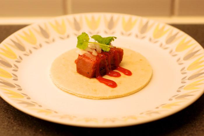 Taco på svintunga med sriracha